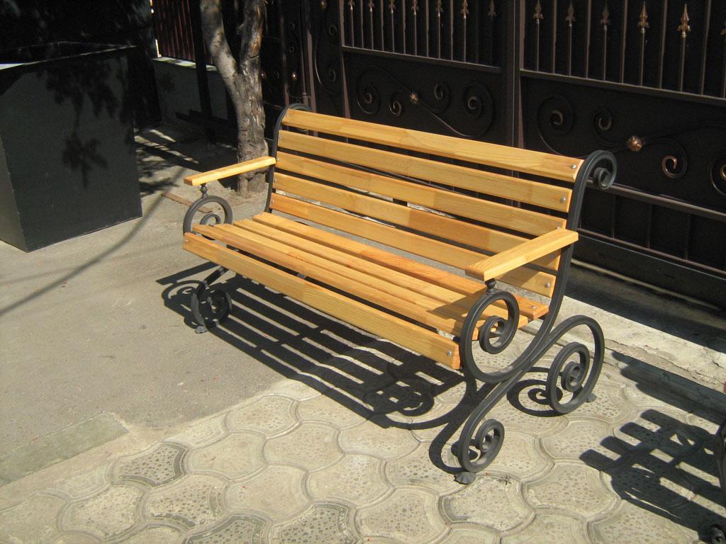 Скамейка с гнутыми из профиля боковинами