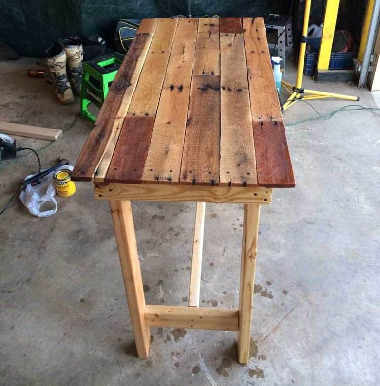 Брашированные столик из досок