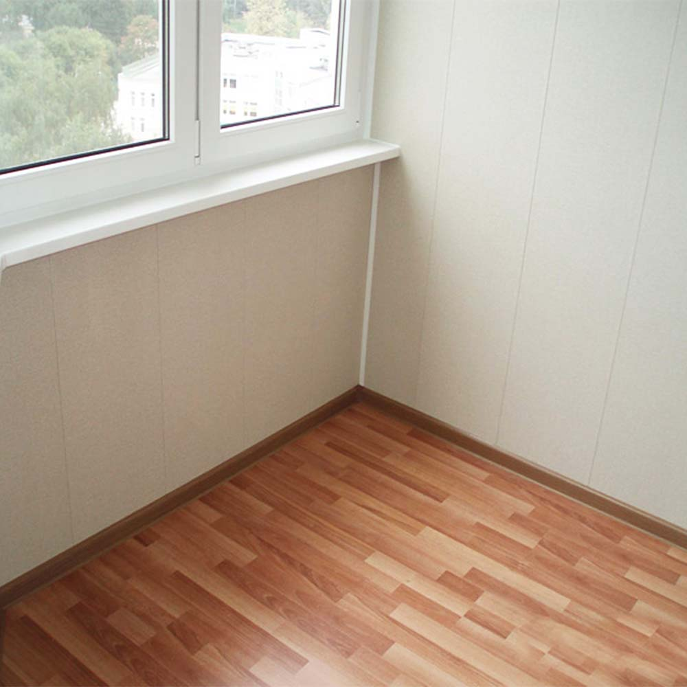 Линолеум на полу на балконе