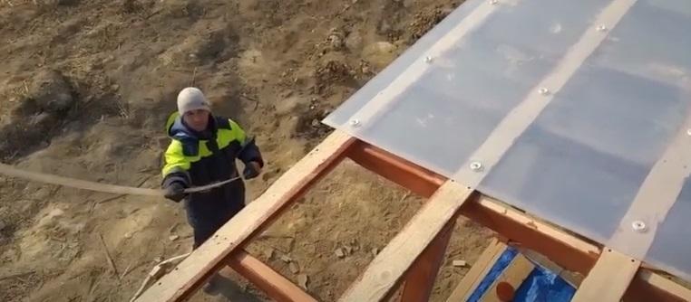 Настил крыши поликарбонатом