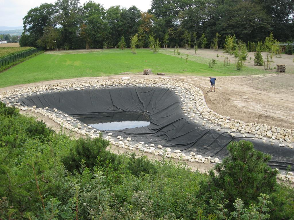 Пленочная гидроизоляция пруда