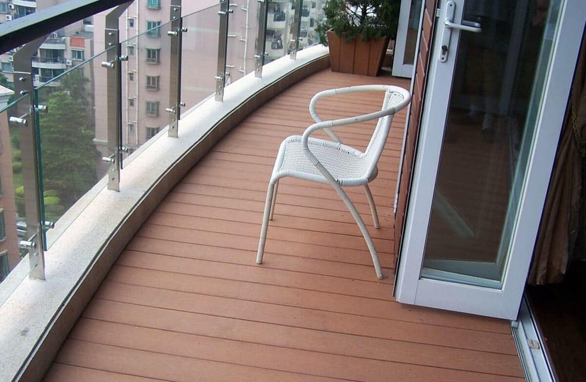 Пол на балконе из террасной доски