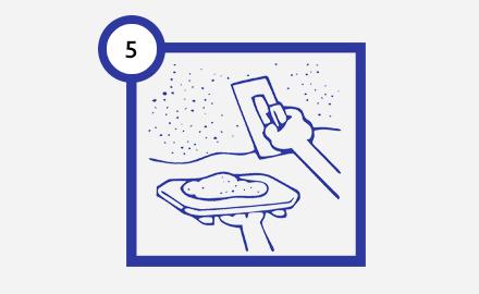 Шаг 5 нанесение жидких обоев
