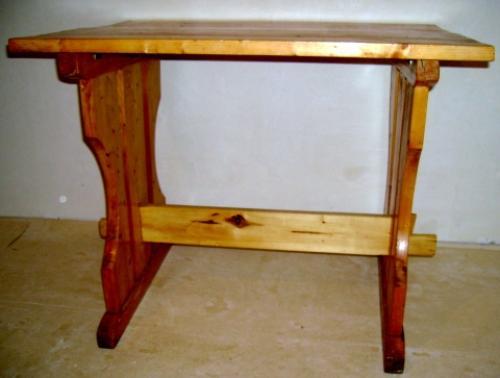 Столик с продольной балкой между опорами