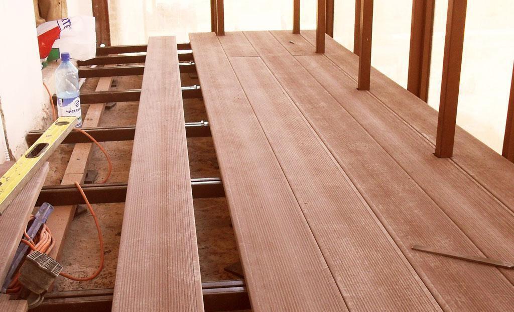 Укладка террасной доски на балконе