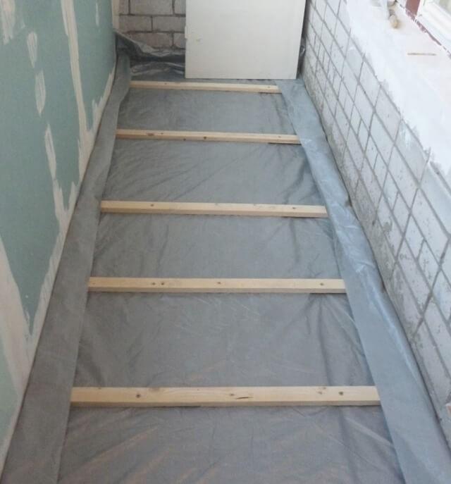 Установка лаг для утепления пола на балконе