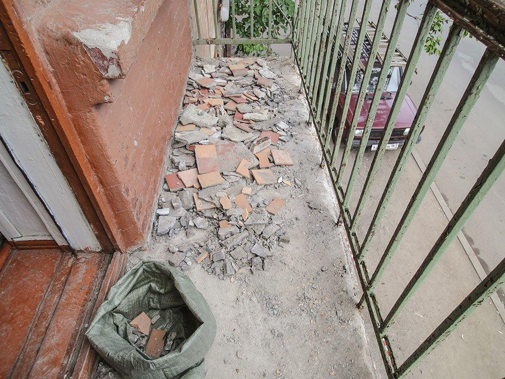 Зачистка пола на балконе