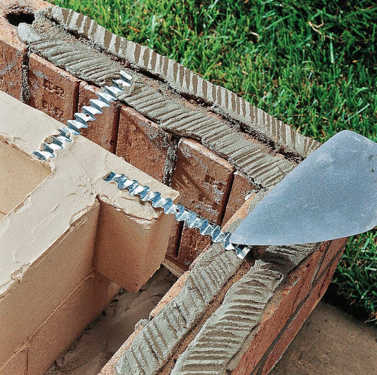 Использование металлических закладных для скрепления внешнего и внутреннего ряда