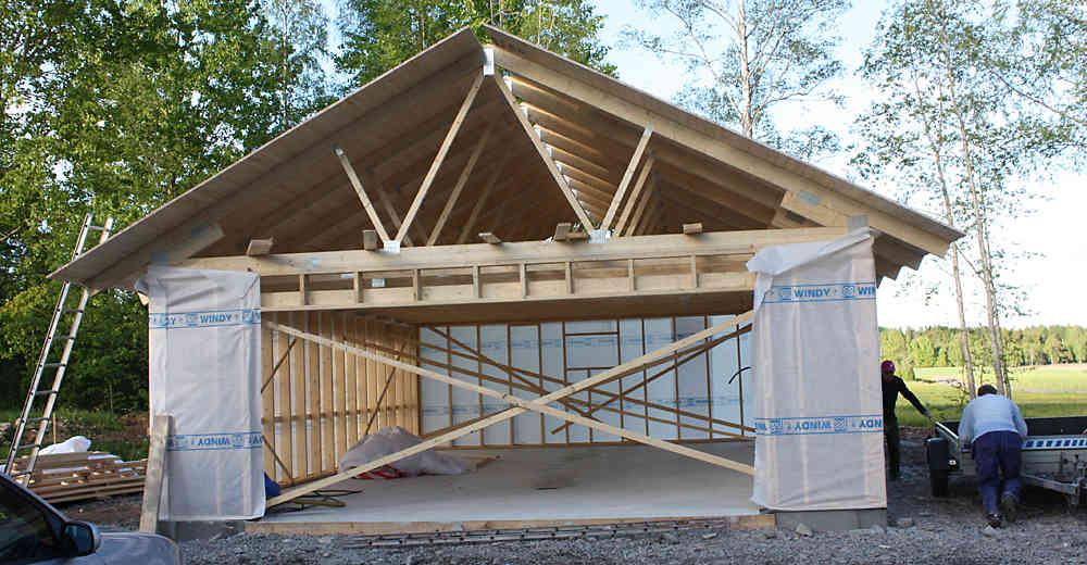 Каркасный гараж из деревянных панелей